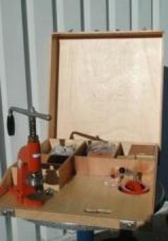 buttonmaschine mieten und vermieten auf. Black Bedroom Furniture Sets. Home Design Ideas