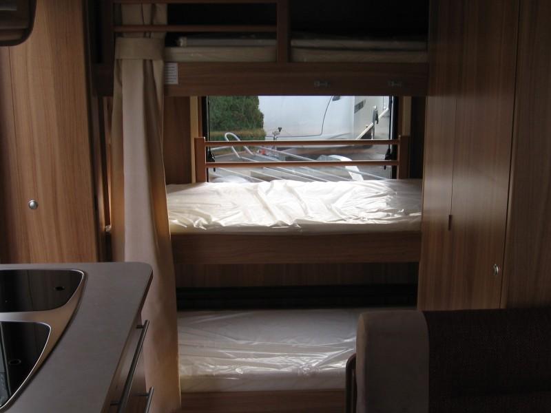 Wohnwagen Mit 3er Etagenbett : Großer familienwagen mit er etagenbetten quer im heck und festem