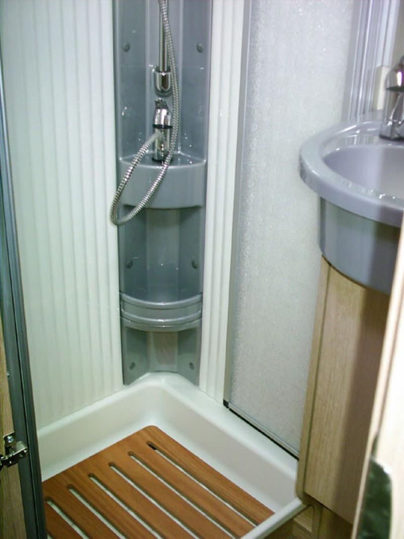 wohnmobil lmc a 694 g mieten sehr sch nes familienfahrzeug. Black Bedroom Furniture Sets. Home Design Ideas