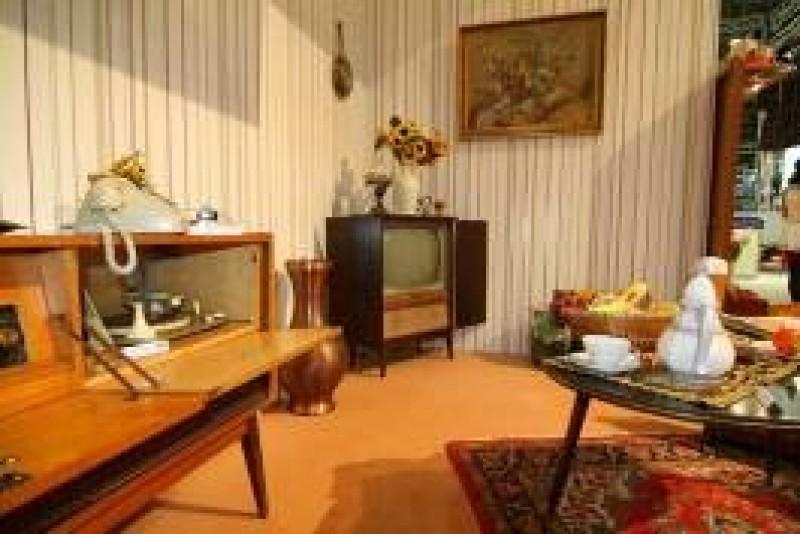 wohnzimmer aus den 70er jahren westdeutschland brd wohnzimmerm bel. Black Bedroom Furniture Sets. Home Design Ideas
