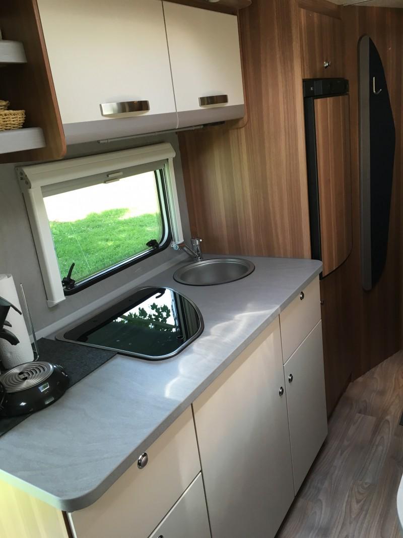 wohnwagen zur vermietung weinsberg caraone 550 qdk. Black Bedroom Furniture Sets. Home Design Ideas