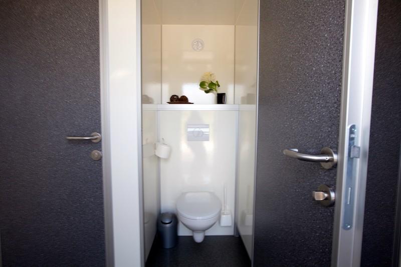 toilettenwagen xlplus miettoiletten event toiletten. Black Bedroom Furniture Sets. Home Design Ideas
