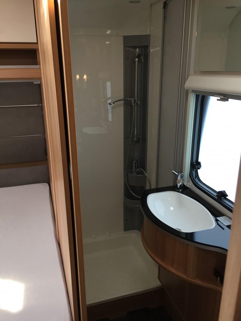 dethleffs camper 560 fmk mit vollausstattung autom sat anlage mover fu bodenheizung und klimaanl. Black Bedroom Furniture Sets. Home Design Ideas