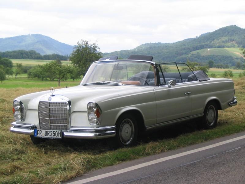 mercedes benz 250 se cabrio w111 oldtimer lieferung aus freiburg gegen aufpreis. Black Bedroom Furniture Sets. Home Design Ideas
