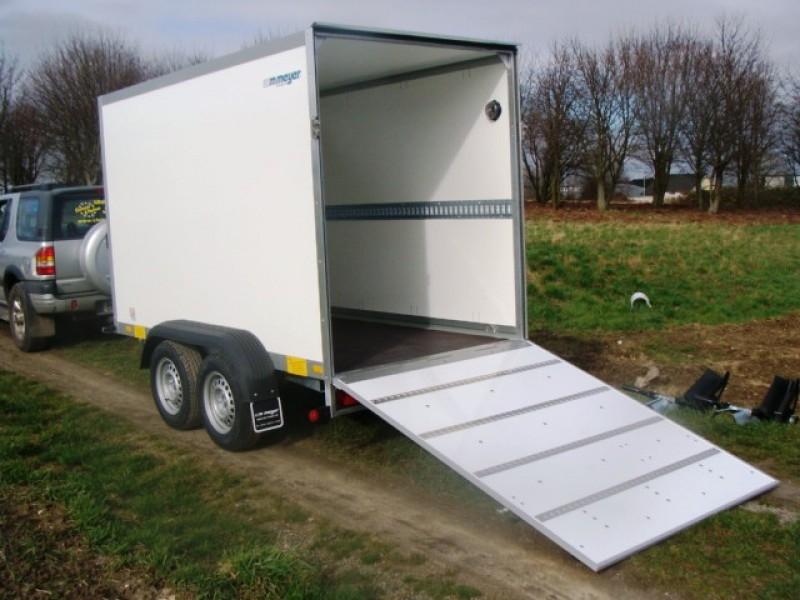 2er motorradanh nger mit rampe geschlossen 2000 kg gebremst 100 km h. Black Bedroom Furniture Sets. Home Design Ideas