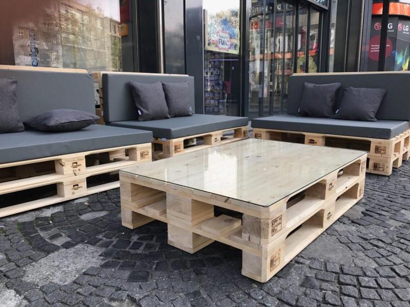 Palettenlounge lounge aus paletten mit polstern - Garten lounge aus paletten ...
