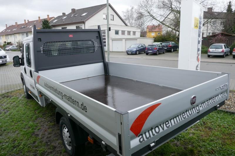transporter mit offener ladefl che pritschenwagen. Black Bedroom Furniture Sets. Home Design Ideas