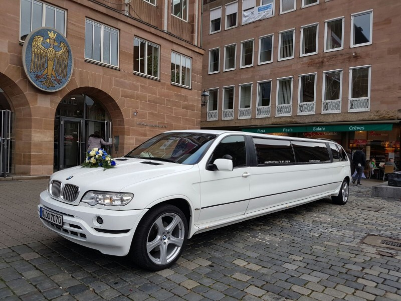 bmw x5 luxus stretchlimousine f r 8 personen mieten party. Black Bedroom Furniture Sets. Home Design Ideas