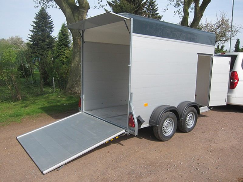 motorrad transporter geschlossen f r 2 motorr der. Black Bedroom Furniture Sets. Home Design Ideas