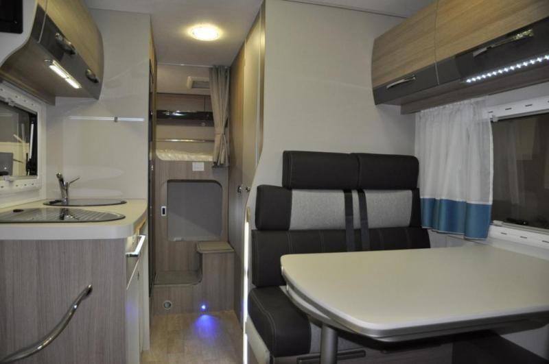 wohnmobil auch f r wintercamping mit luxus und. Black Bedroom Furniture Sets. Home Design Ideas