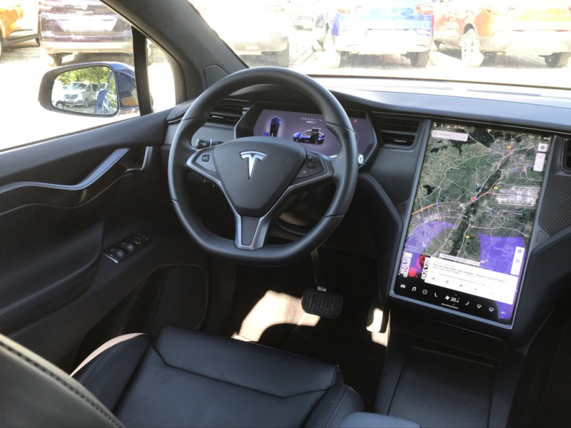 tesla model x 100d am flughafen m nchen tesla mieten elektroauto mieten. Black Bedroom Furniture Sets. Home Design Ideas
