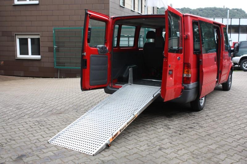 behindertenfahrzeuge zum transport von rollst hlen rollstuhltransporter. Black Bedroom Furniture Sets. Home Design Ideas