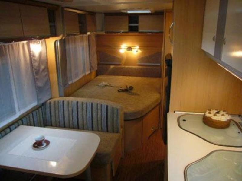 Wohnwagen Mit Etagenbett Und Doppelbett : Familien wohnwagen mit etagenbetten für personen mieten