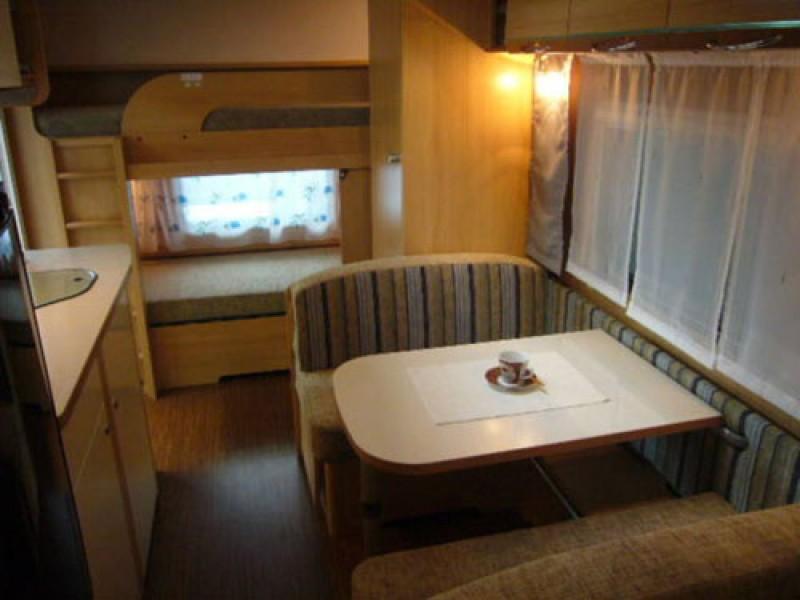 Wohnwagen Mit Etagenbett Und Mittelsitzgruppe : Wohnwagen tec tkm er stockbett mover kühlschrank l